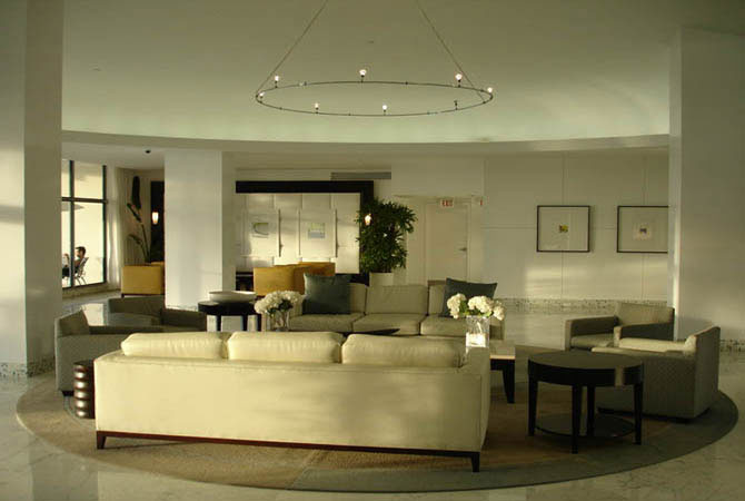 Дизайн кухни совмещенной с гостиной аркой